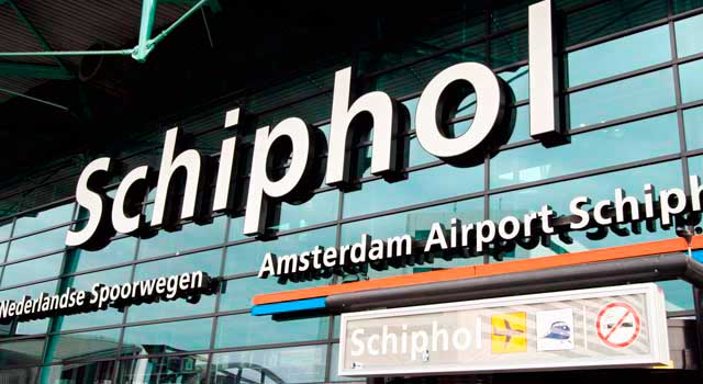 58 million passengers passed through Amsterdam airport in 2015.